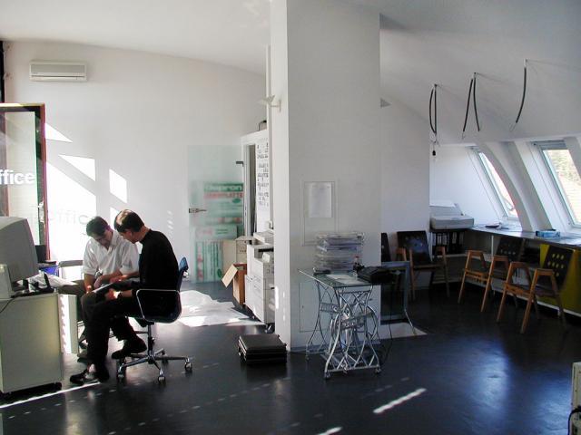 office002_03