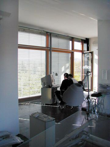 office002_04